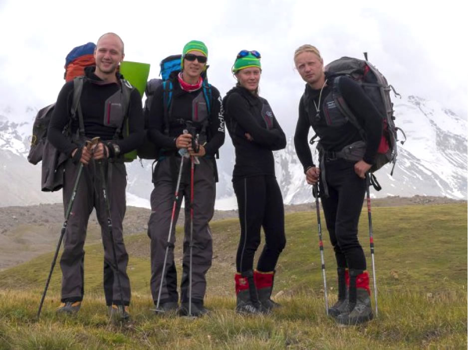 Vladimir Sysoev, Olesya Babushkina, Marina Popova, and Denis Prokofyev before their climb. [Photo] Team archive