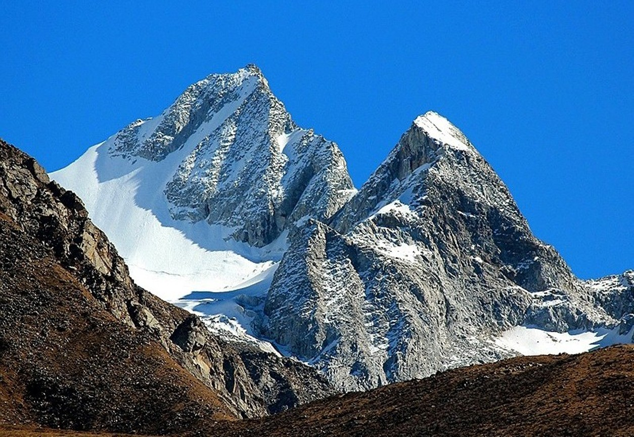 Holy Worde Kangge (Ode Gungyel) main peak (5996m), northwest face. [Photo] Tom Nakamura