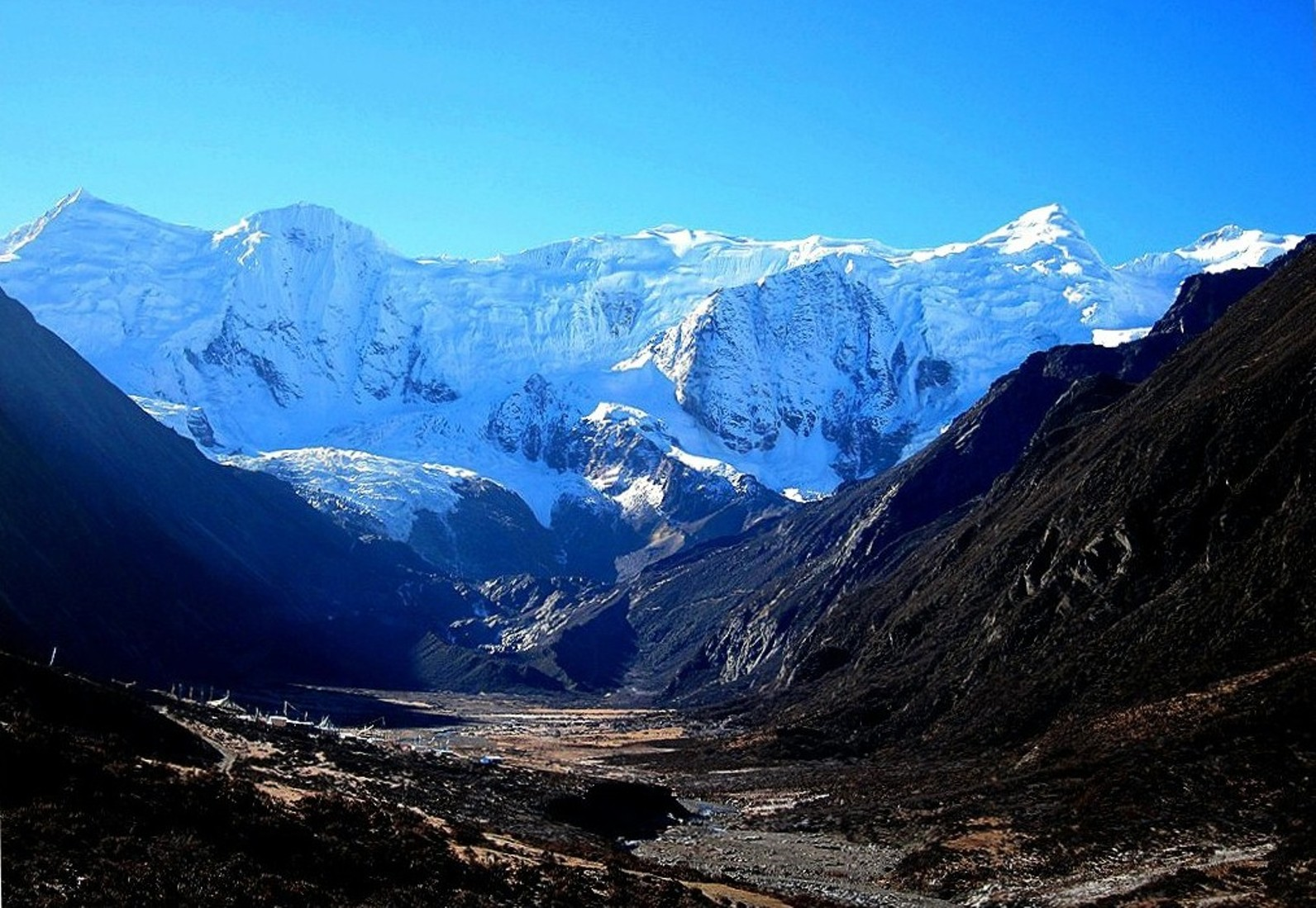 The northern aspects of these 6000-meter peaks surround the Bobonung Glacier valley. [Photo] Tom Nakamura
