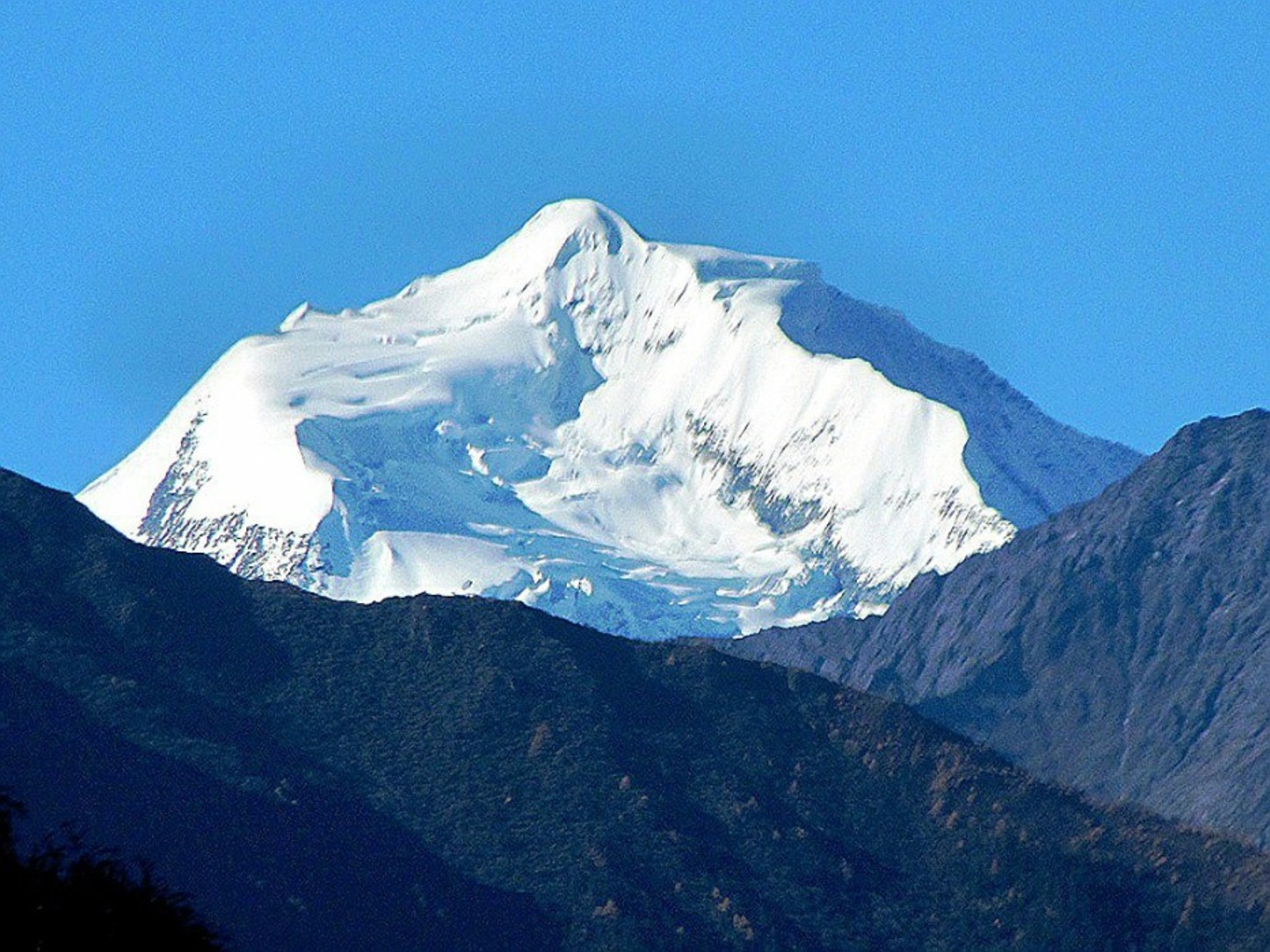 Unknown 6000-meter peak southeast of Chipula, northeast face of Bobonung massif. [Photo] Tom Nakamura