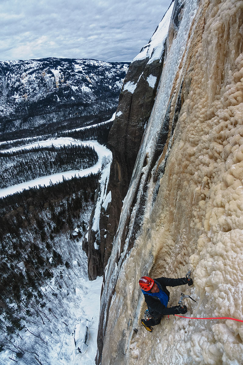 Takeda follows the first pitch of La Fourchette Sternale Droite. On EscaladeQuebec.com, Beaudet noted that less ice had formed in the Nipissis area during the 2015-2016 winter season than in previous years. For other Alpinist articles by Takeda, see Issues 20 and 51. [Photo] Maarten van Haeren