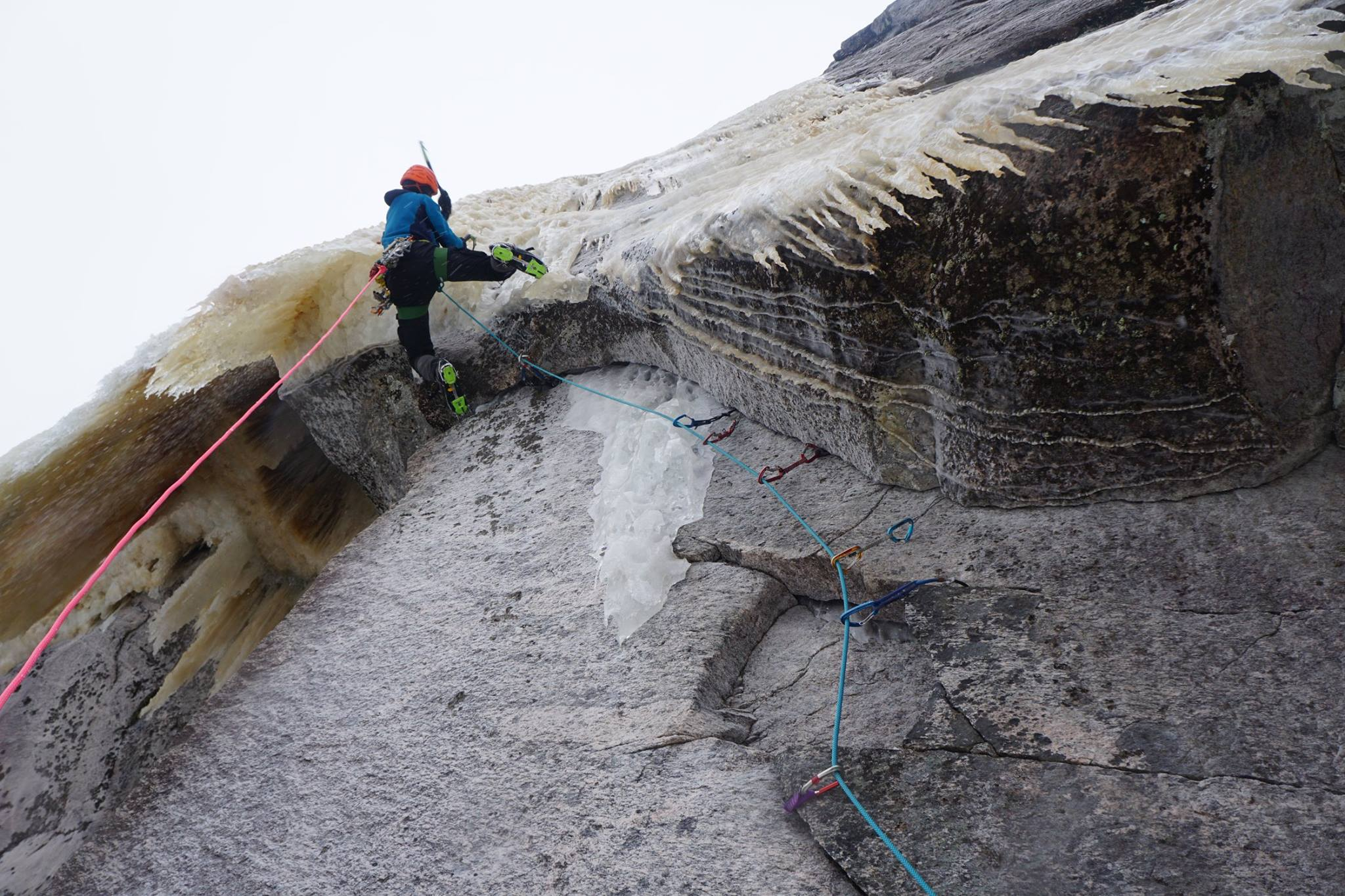 Maarten van Haeren attempting the direct start to Le Chercheur d'Or (M7 WI5, 160m). This first pitch in the mixed incarnation still awaits a redpoint. [Photo] Pete Takeda