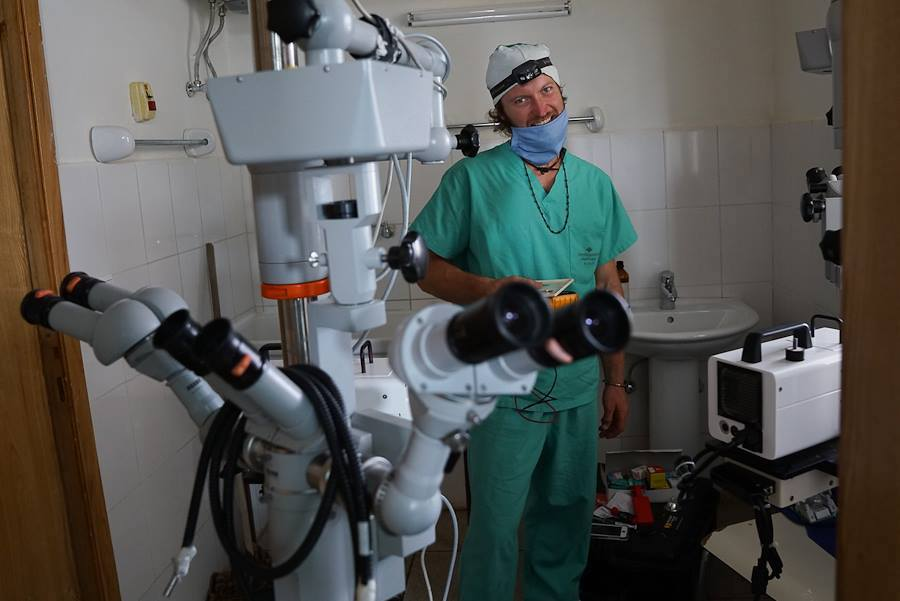 Niels prepping to operate on eyes damaged by trachoma in Ethiopia. [Photo] Ave Kvale