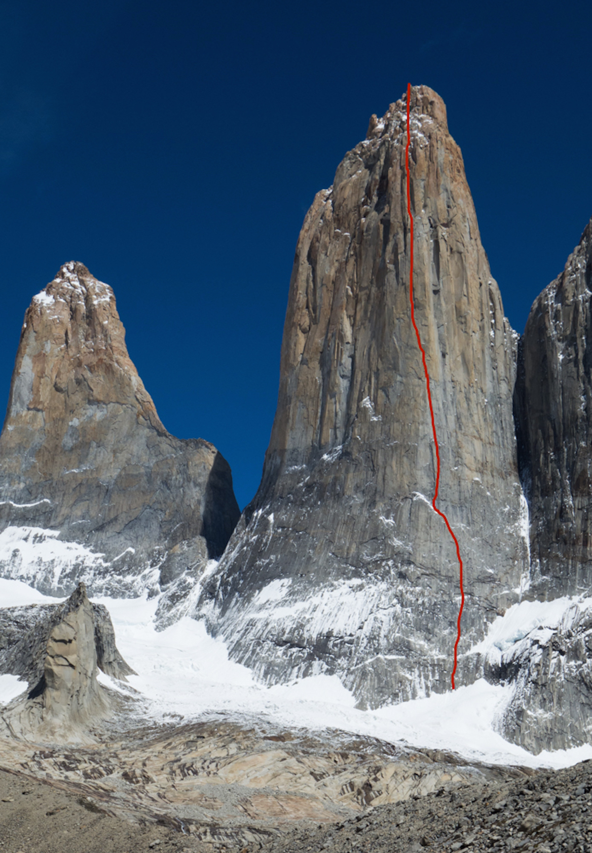 El Regalo de Mwono on the Central Tower, Torres del Paine, Patagonia (VI 5.13b, 1200m) was first climbed in the early 1990s by Paul Pritchard, Sean Smith, Noel Craine and Simon Yates and rated VI 5.10 A4. [Photo] Courtesy of Nico Favresse, Siebe Vanhee and Sean Villanueva O'Driscoll