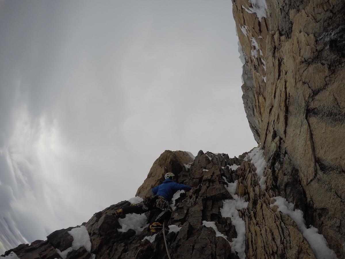 Bacci approaches the final headwall. [Photo] Matteo Della Bordella