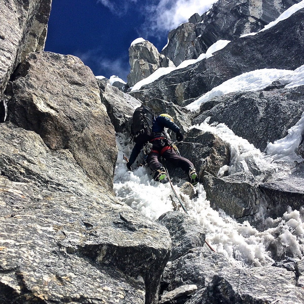 Pugliese sets off on an M5 pitch on the headwall of Chugimago. [Photo] Nik Mirhashemi