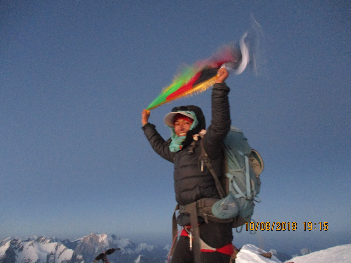 Hanifa Yousoufi holds the Afghan flag on top of Mt. Noshaq (7492m) after she became the first Afghan woman and only the fourth Afghan national to stand on top of her country's highest peak August 10. [Photo] Courtesy of the Ascend: Leadership through Athletics Program