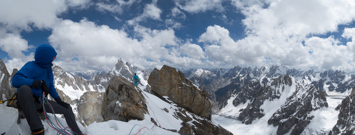 Roskelley leads to the high point of Baba Hussein (5800m). [Photo] Nelson Nierinck