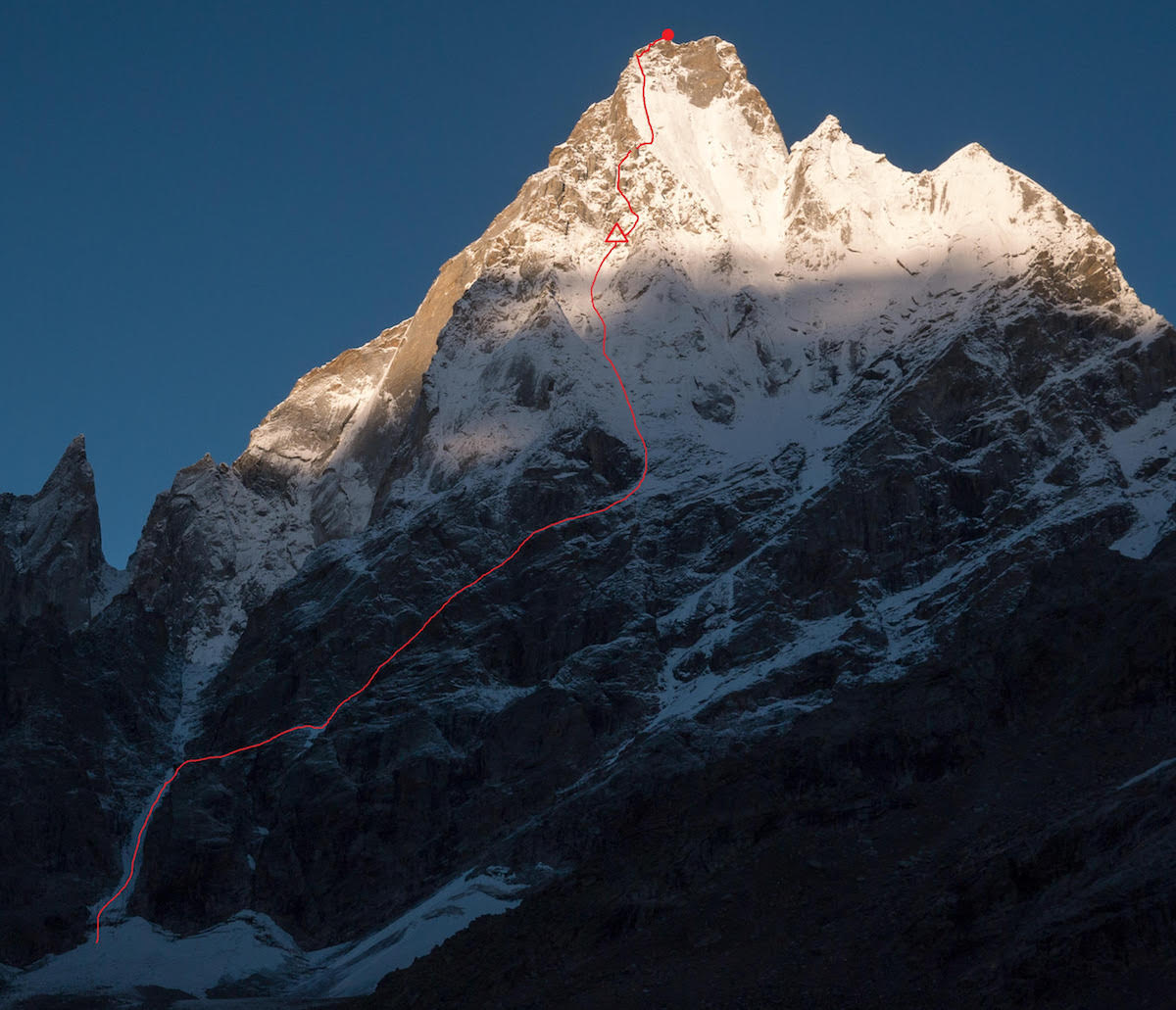 The northeast face of Cerro Kishtwar (6173m) with All Izz Well (VI WI5 M6, 1500m) marked in red with the team's first bivy site. [Photo] Genki Narumi, Yusuke Sato and Hiroki Yamamoto collection
