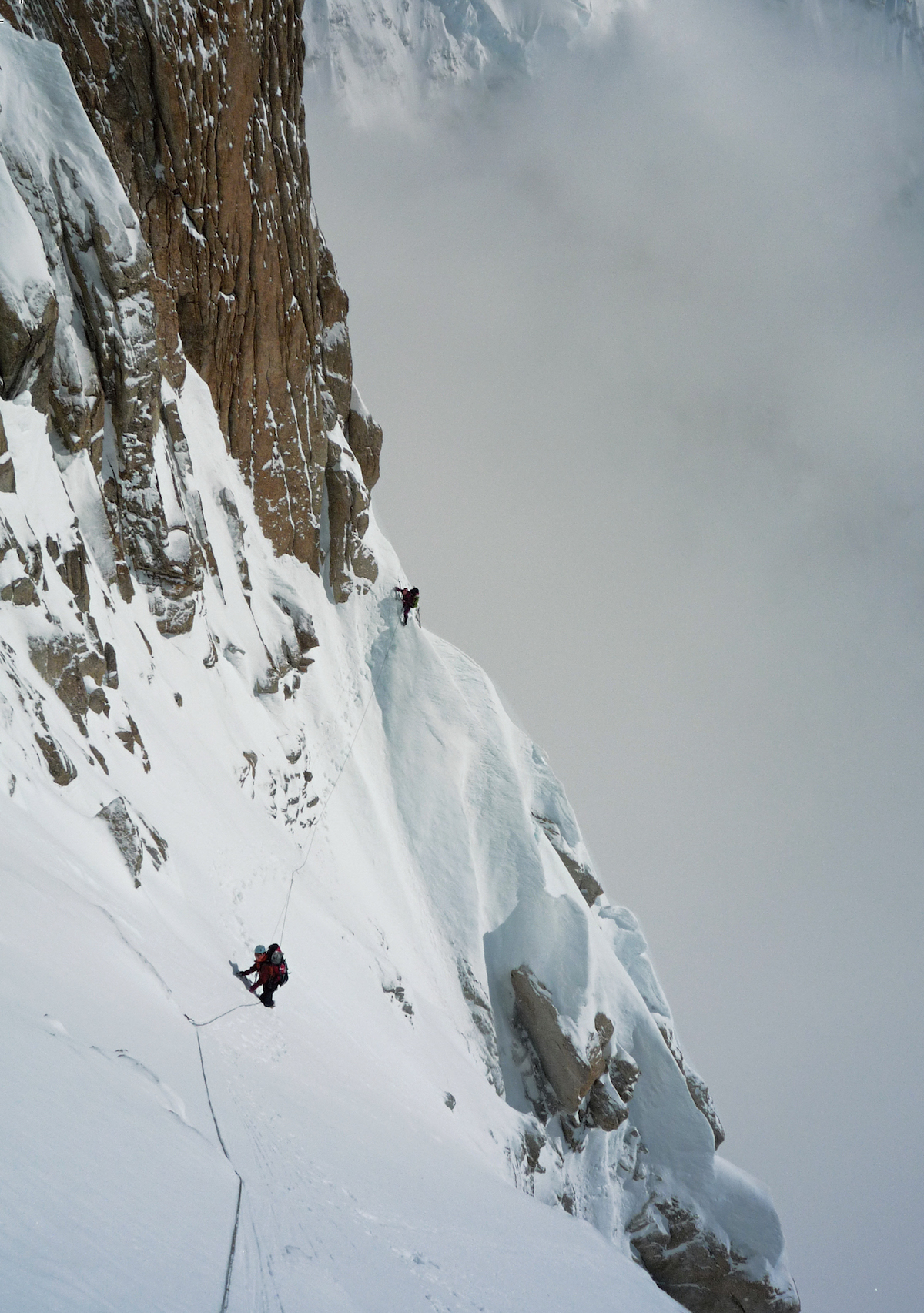 Ichimura (left) and Sato follow the upper section of the first rockband on Denali's Isis Face. The climbers simulclimbed the entire route in three days, one of which was spent in a snow cave waiting out a storm. [Photo] Katsutaka Yokoyama