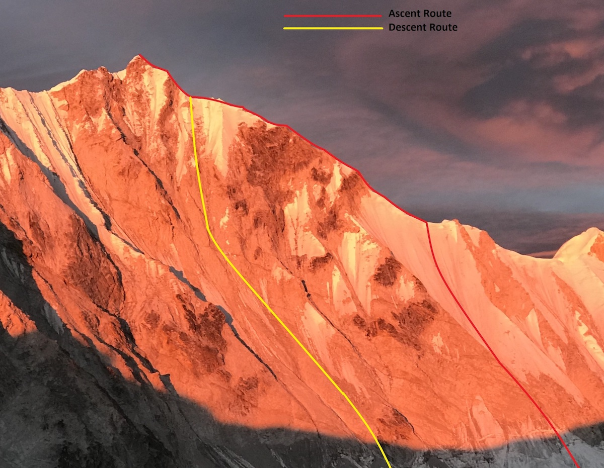 The line of ascent (right line) and descent (left line). [Photo] Nima Tenji Sherpa