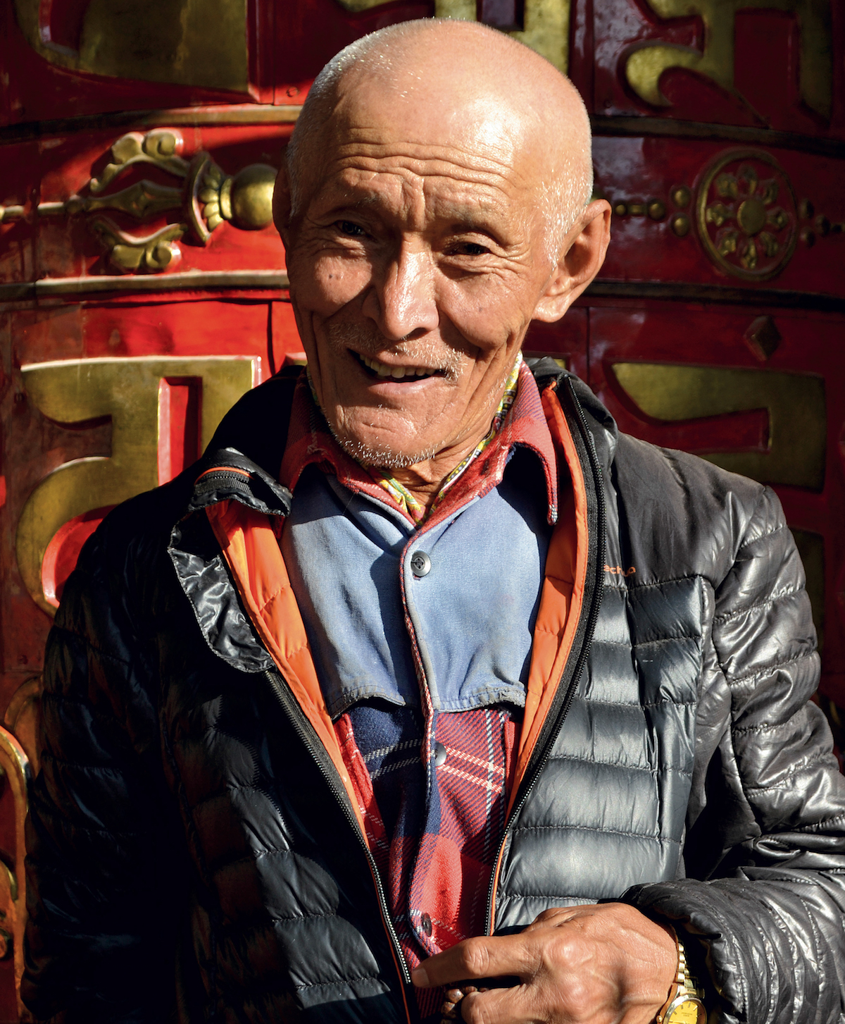 Lopsang Tshering Sherpa recalls small perks from mountaineering work: I often came back with clothes that no one else had in Kathmandu. He drank so much tea on expeditions that he was called Tea Lopsang. Now, he grows tea in his village, where everyone calls him Chiya Baje (Grandpa Tea). [Photo] Kapil Bisht