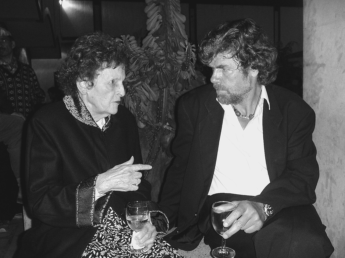 Hawley with Reinhold Messner in 2004. [Photo] Courtesy of the Michael and Meg Leonard collection
