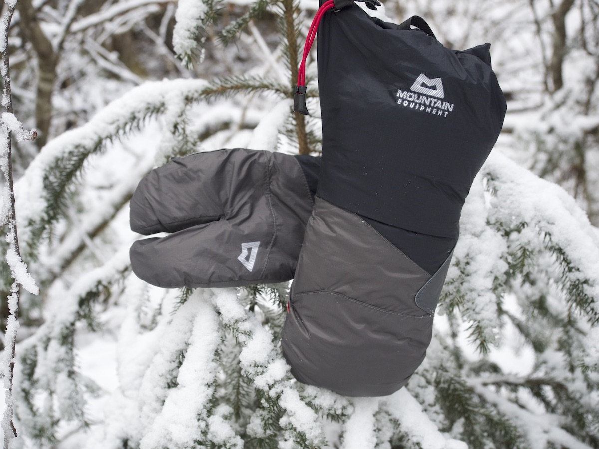 The outer shell and the lobster-claw liner are both insulated. [Photo] Clint Helander