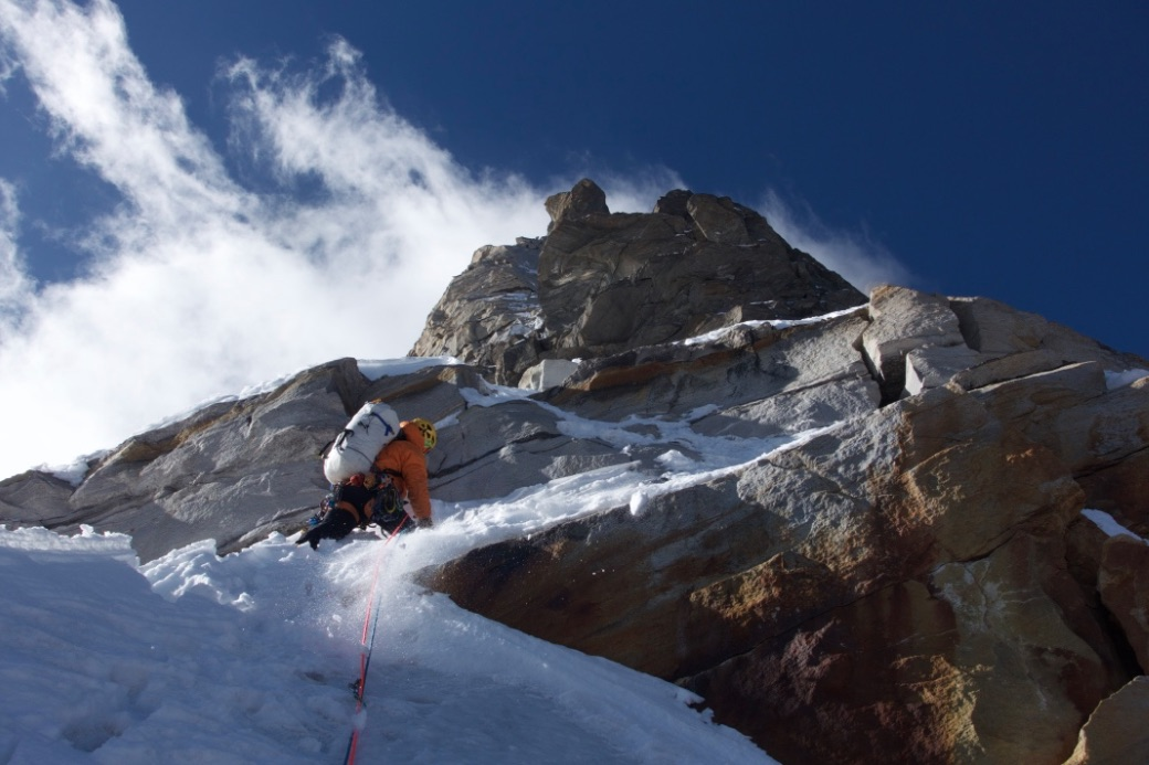 Alan Rousseau leads Pitch 11 on the first ascent of Rungofarka's north ridge, India. [Photo] Tino Villanueva