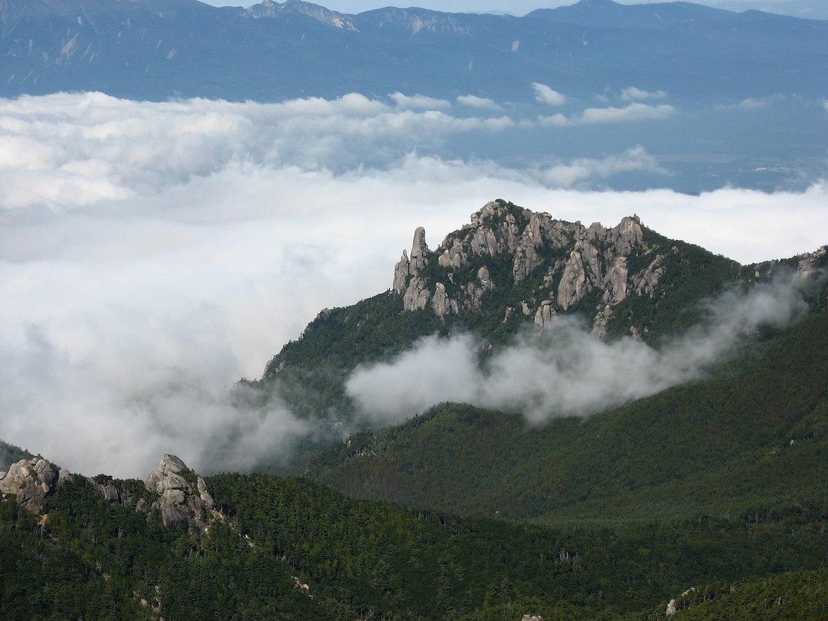 Mt. Mizugaki, Japan. [Photo] E64, Wikimedia