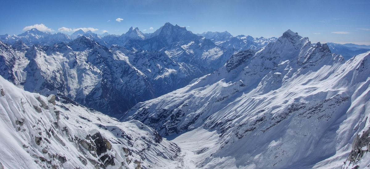 Looking east toward Gaurishankar (7135m). [Photo] Benjamin Billet