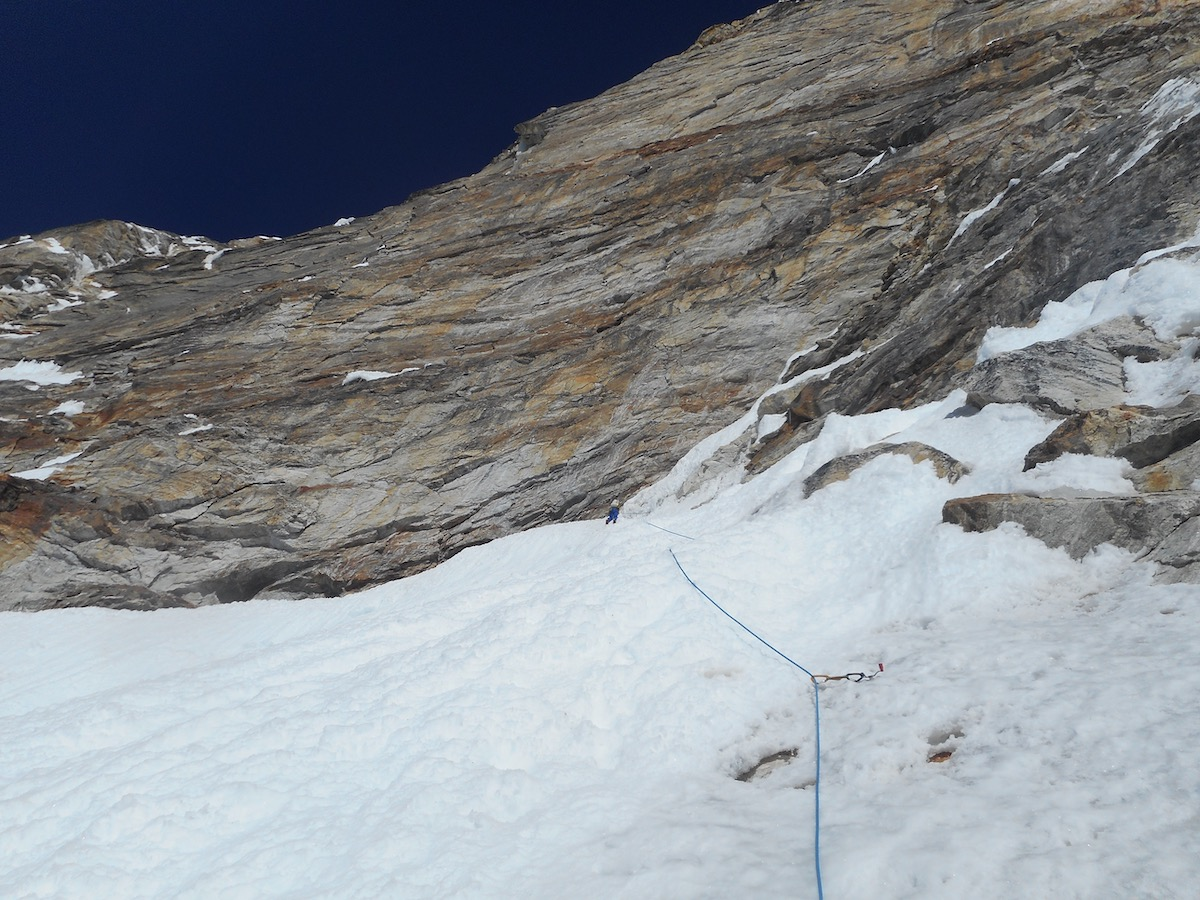 The last pitch of Day 1: Villanueva reaches the bivy site at 6300 meters. [Photo] Alan Rousseau