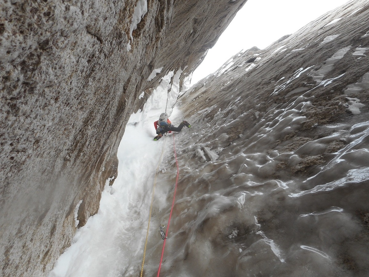 Jackson Marvell leading through the meat of the first 240-meter ice hose. [Photo] Alan Rousseau