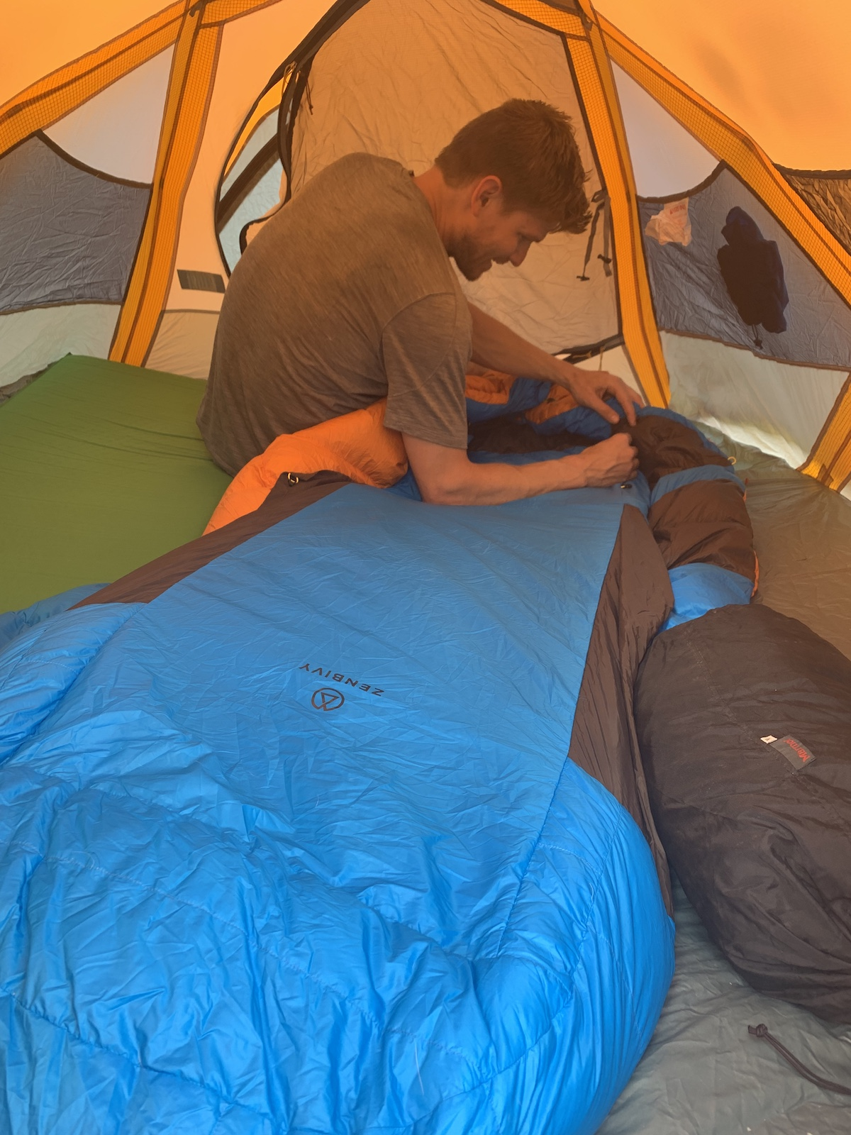 Derek Franz sets up his Zenbivy bed during a backpack trip in Colorado's Elk Range. [Photo] Mandi Franz