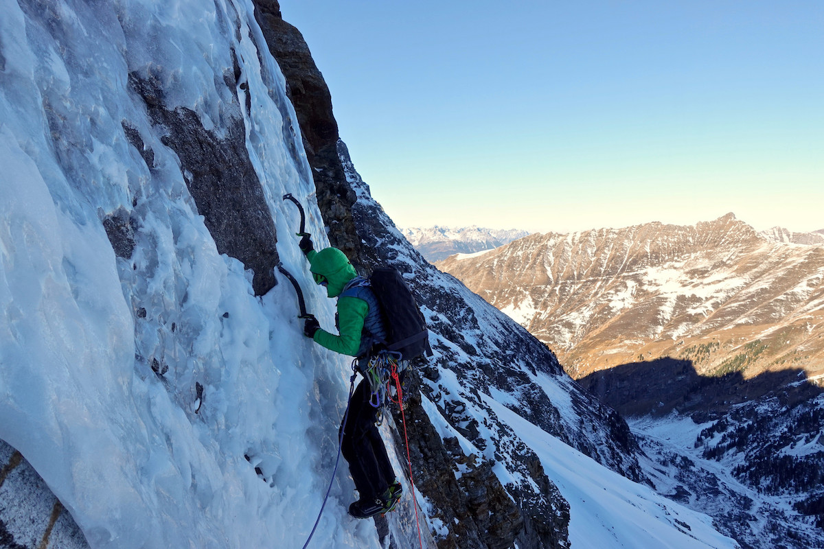 Papert leading on Limited in Freedom (AI6 M6, 800m), Sagwand, Austria. [Photo] Luka Lindic
