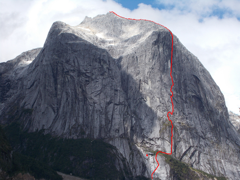 Silvia Vidal's new route Sincronia Magica (6a+ A3+ 1180m) on Cerro Chileno, Chilean Patagonia. [Photo] Silvia Vidal