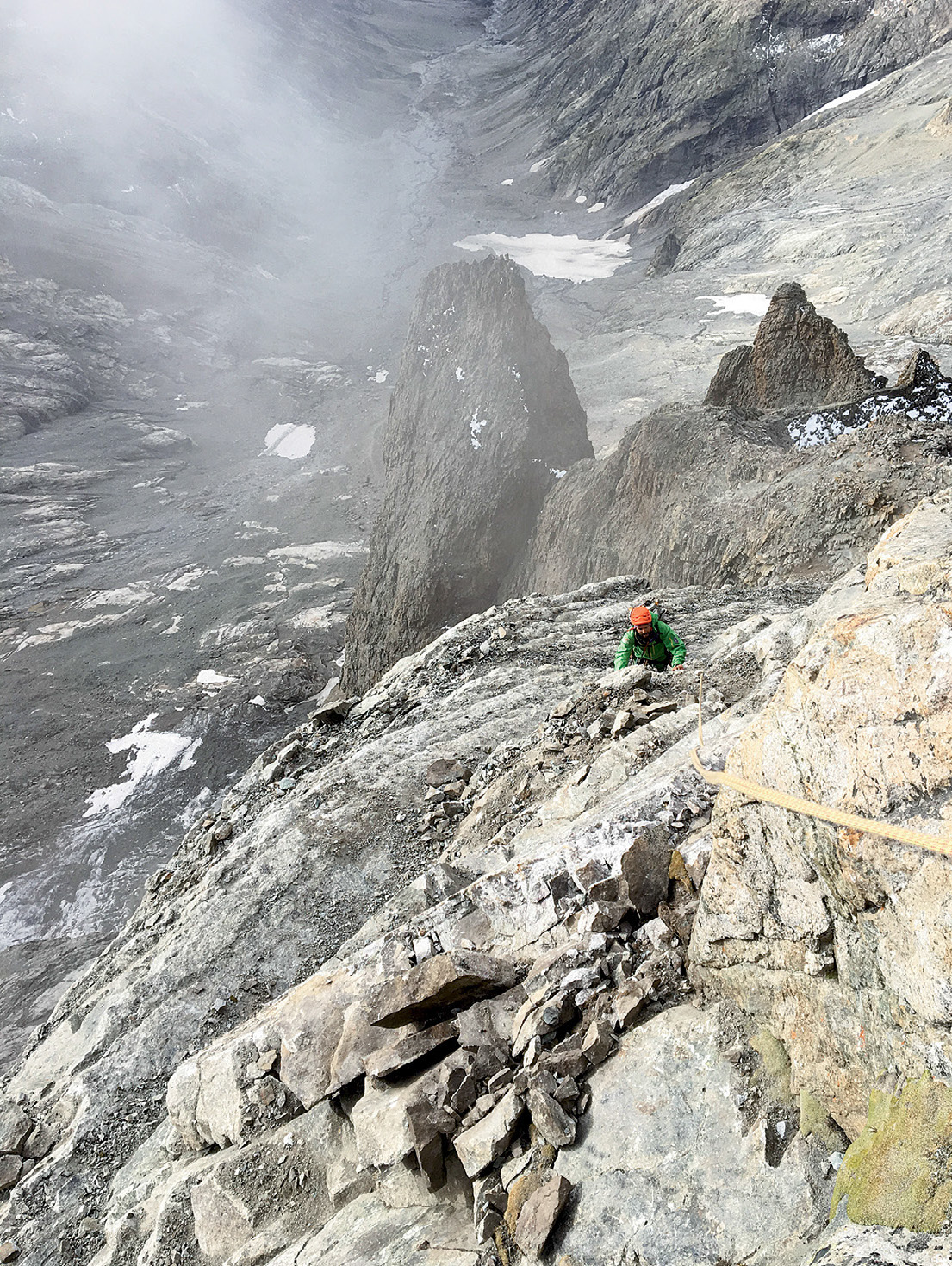 We've gone from a paradise of rock to hell, two guides from Alpe d'Huez recounted after climbing the Voie Normale in October 2018. They were the only team to have climbed the route in that year after the rockfall event of August 7. [Photo] Olivier Laborie