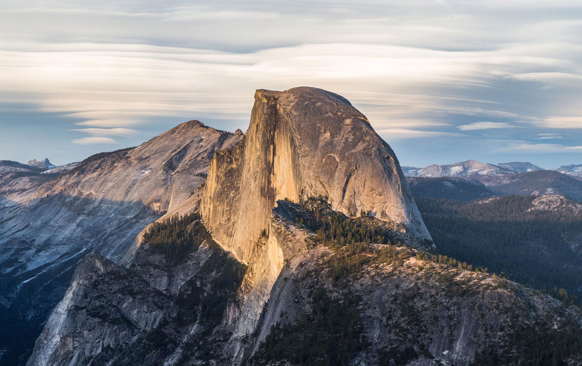 Half Dome (Tisayac), Yosemite National Park, California, Miwok, Ahwahneechee, Paiute and Mono lands. [Photo] David Iliff. License: CC BY-SA 3.0, Wikimedia