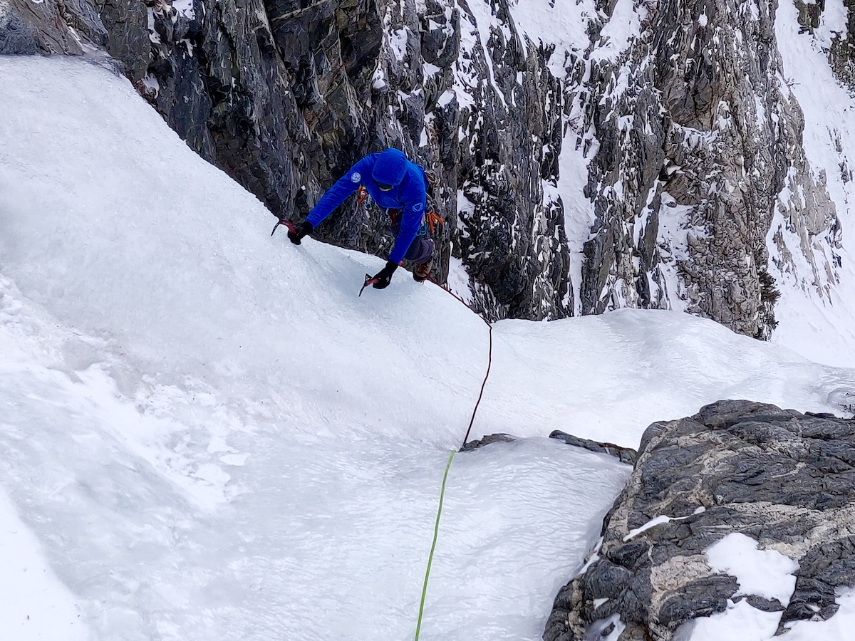 Mike Lewis follows a pitch of WI4 using the Blue Ice Akilas. [Photo] Yaroslav Lototskyy