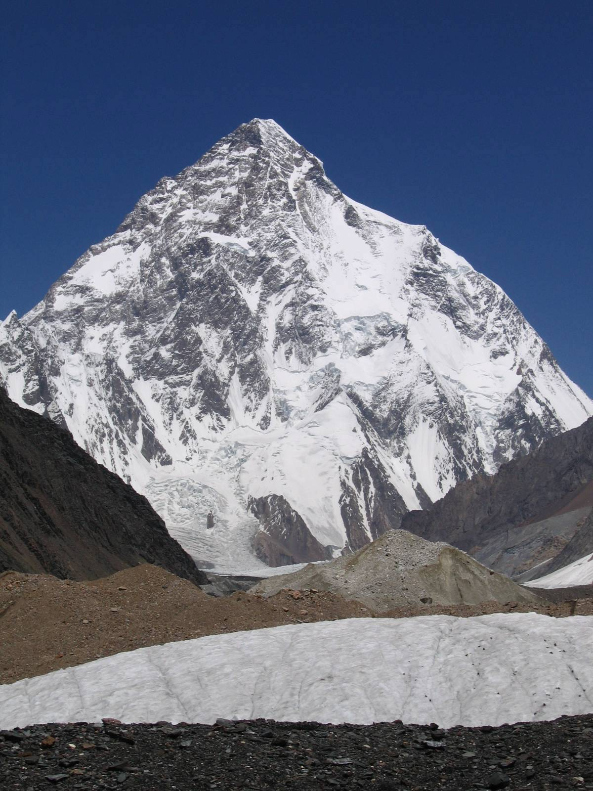 K2 (8611m) as seen in summer. The Abruzzi Spur—the route of the first ascent by Italians in 1954 and the route used for the first winter ascent on January 16, 2021, by 10 Nepali climbers—follows the right-hand skyline. [Photo] Svy123, Wikimedia Commons